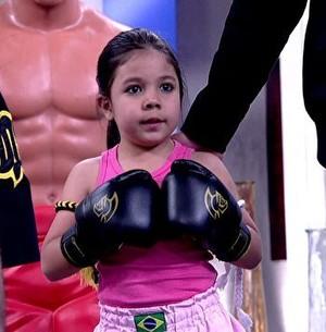 Menina de 5 anos arrasa no Muay Thai e surpreende (Encontro com Fátima Bernardes/ TV Globo)