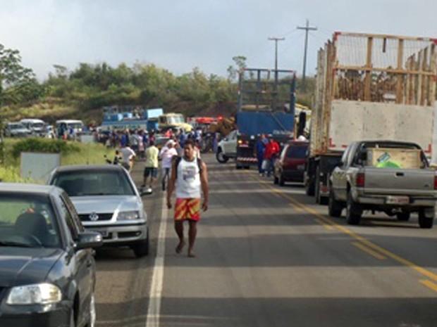 Acidente deixa o trânsito lento na BR-110 (Foto: Carlos Alberto/ site Aragão Notícias)