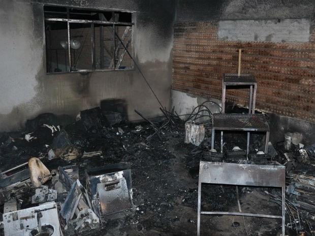 incêndio Cláudio depósito MG (Foto: Papiro On Line/Arquivo pessoal)