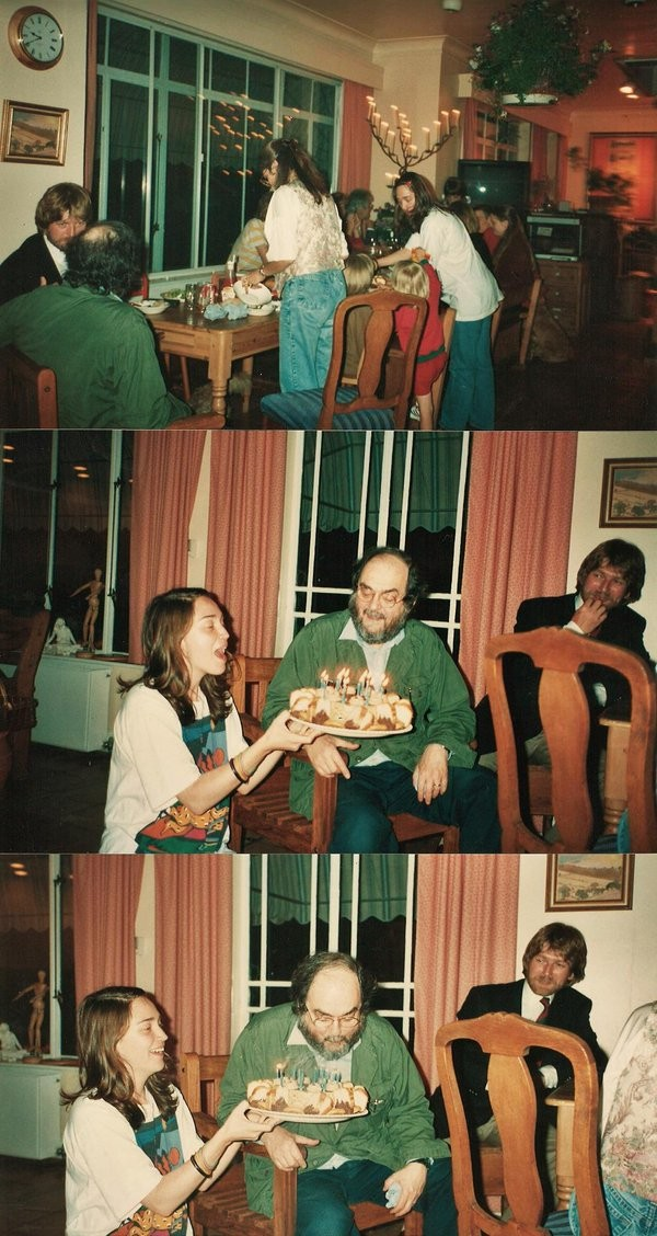 Vivian Kubrick em uma festa de aniversário na companhia do pai, Stanley Kubrick (Foto: Twitter)