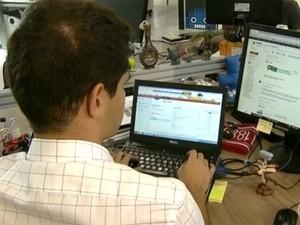 Analista de sistemas encontra ofertas de trabalho (Foto: Reprodução / TV Globo)