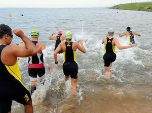 Atletas participam da 4ª etapa da Copa Tocantins de Triathlon (Foto: Márcio Di Pietro/Investco)