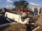 Carro capota várias vezes e assusta moradores na Zona Sul de Teresina