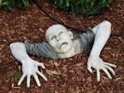 Americano recebe ordem para remover estátua de zumbi de jardim
