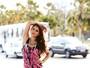 Jessika Alves posa com looks em tie-dye e fala sobre corpo com manequim 34
