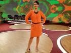 Fátima Bernardes opta por look laranja, cor tendência da próxima estação