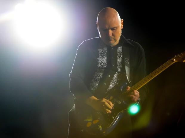 Bill Corgan, vocalista do Smashing Pumpkins, canta durante o último show do palco Axe (Foto: Flavio Moraes/G1)