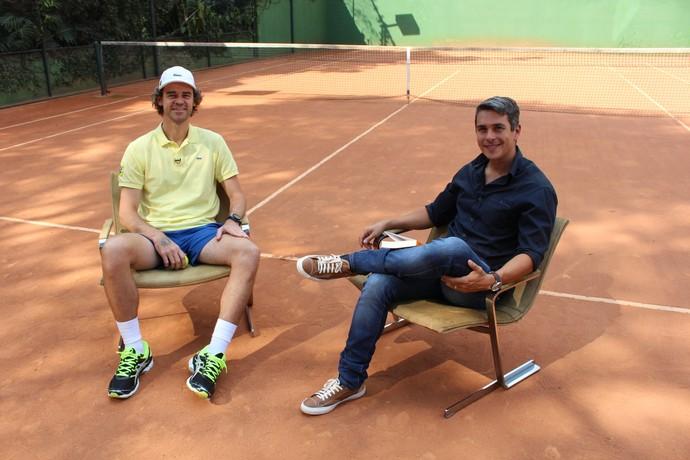 Gustavo Kuerten em entrevista com Ivan Moré (Foto: Sidney Garambone)