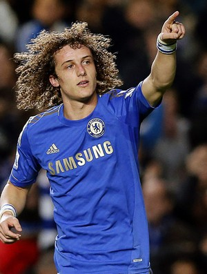 A 'cabeleira' do zagueiro David Luiz do Chelsea (Foto: EFE)