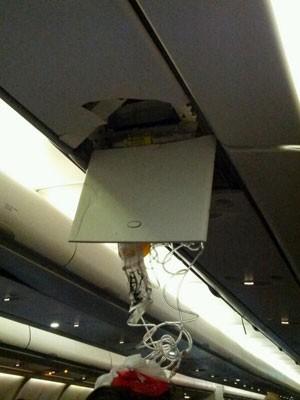Teto de avião fica danificado (Foto: Ricardo Pontes/Arquivo pessoal)