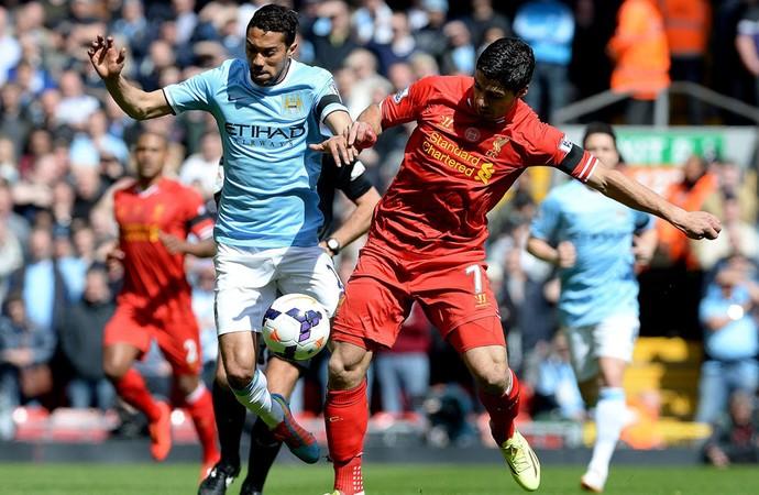 Clichy Manchester City e Luis Suarez Liverpool (Foto: Agência EFE)