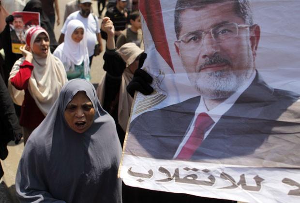 Apoiadores de Morsi se reúnem no Cairo para protesto nesta sexta-feira (2) (Foto: /Amr Abdallah Dalsh/Reuters)