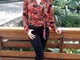 Ana Furtado adianta tendência de 2017 com look floral e calça rasgada