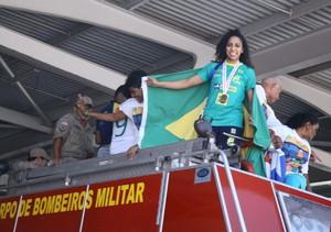 Ana Paula desembarque São Luís (Foto: Biné Morais/O Estado)