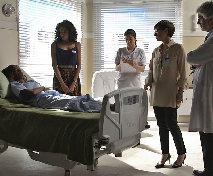Patrícia acompanha a paciente e conversa sobre diagnóstico  (Foto: TV Globo)