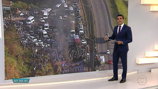 Manifestantes interditam BR-040, na Região Metropolitana de Belo Horizonte
