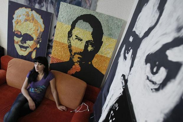 Ela também produziu obras de cofundador da Apple, Steve Jobs, e do cantor britânico Elton John (Foto: Gleb Garanich/Reuters)
