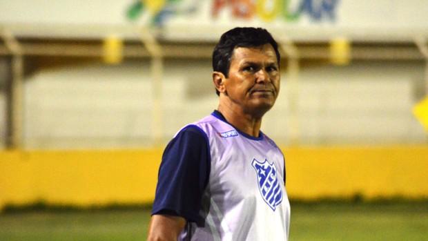 Gil Sergipano aposta no imponderável para se livrar do rebaixamento (Foto: João Áquila/GLOBOESPORTE.COM)