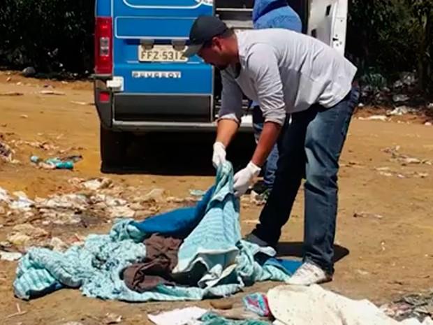 Recém-nascido encontrado em lixão na Bahia (Foto: Reprodução / TV Sudoeste)