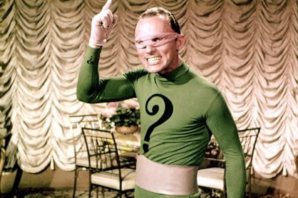 O ator  Frank Gorshin como o vilão Charada na série de TV do Batman (Foto: Reprodução)