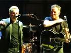 U2 recebe Bruce Springsteen e casal Clinton no palco de show em NY
