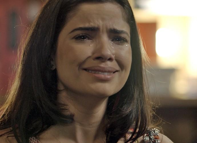 Tóia fica confusa e cai em prantos diante de Juliano (Foto: TV Globo)