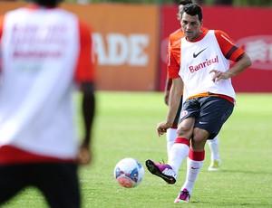Gilberto será o companheiro de Leandro Damião no ataque do Inter (Foto: Alexandre Lops/AI Internacional)