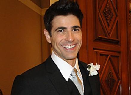 Fred (Reynaldo Gianecchini) extravasa tensão pré-casamento no Twitter