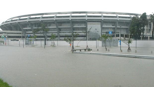 estádio Maracanã chuva alagamento (Foto: Severino Silva / Agência Estado)