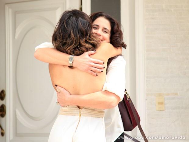 Mariah fica feliz com as notícias de Aline e nem imagina o que a sobrinha anda aprontando (Foto: Ellen Soares/ TV Globo)