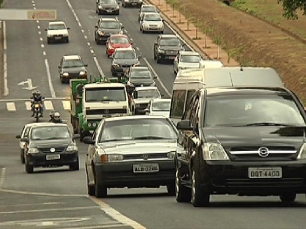 Aumento da frota nas ruas tem influência no preço do seguro (Foto: Reprodução / TV Tem)