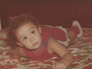 Keityene, hoje com quase 30 anos, recorda da infância com tristeza (Foto: Reprodução/TV Amazonas)