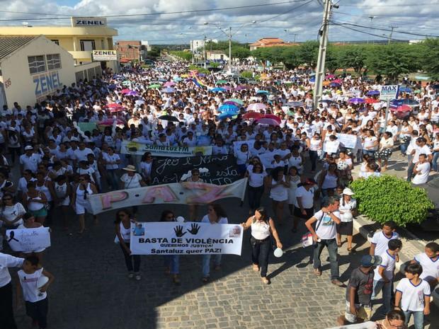 População de Santaluz se reúne para protestar contra violência na cidade  (Foto: Uoston Pereira / Notícias de Santaluz)