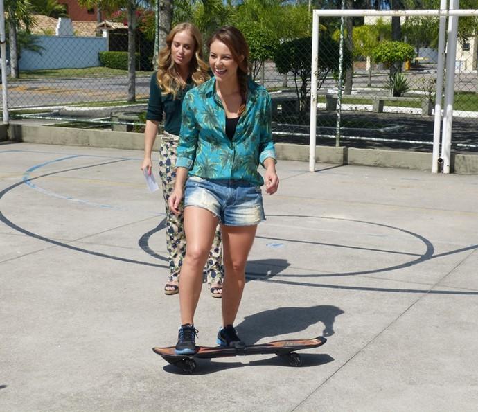 Angélica botou Paolla Oliveira para andar de skate! (Foto: Gshow)