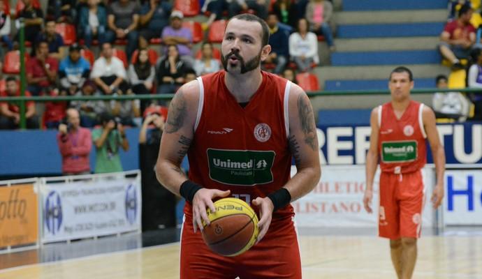 Caio Torres pivô Paulistano (Foto: Cairo Oliveira)