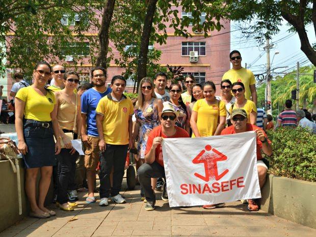 Em greve, funcionários do Ifac também reclamavam dos cortes à Educação (Foto: Caio Fulgêncio/G1)