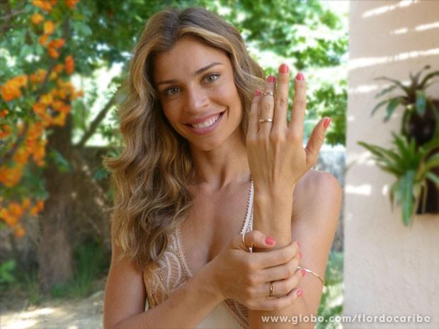 Confira os modelos usados por Ester e outras personagens da novela (Foto: Flor do Caribe / TV Globo)
