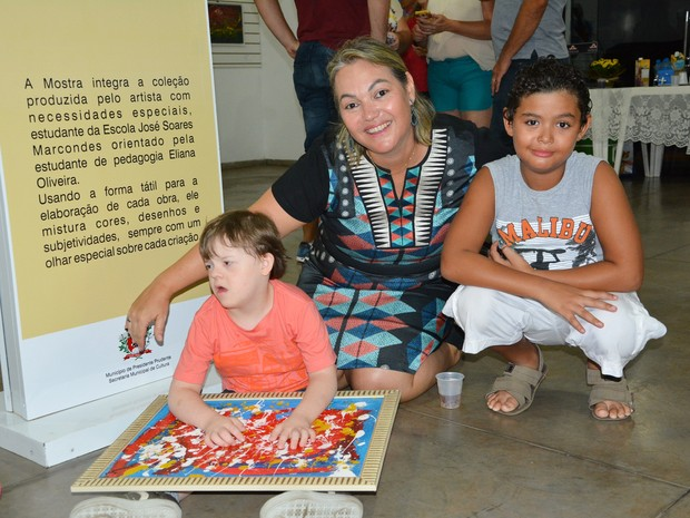 A exposição contou com a presença de amigos, professores e familiares de Matheus (Foto: Olímpio Moura/Divulgação)