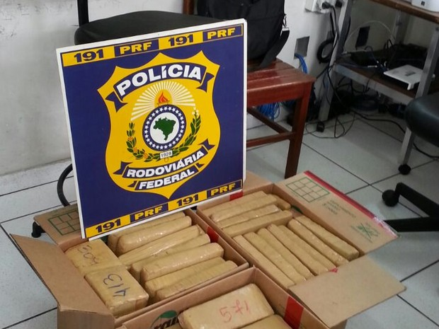 Cerca de 60 Kg de maconha apreendidos em Teófilo Otoni. (Foto: Divulgação/Polícia Rodoviária Federal)