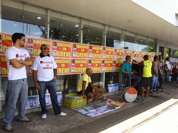 Primeiro dia de greve na agência do BB na Praça Deodoro, em São Luís (Foto: Flora Dolores/O Estado)