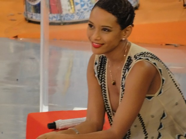 Linda como sempre! Taís Araújo com penteado diferente (Foto: Esquenta!/TV Globo)