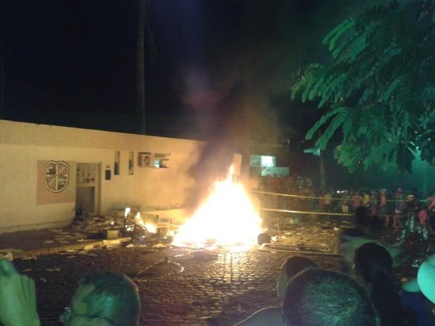 Segundo o secretário municipal, arquivos de várias secratarias foram destruídos (Foto: Divulgação/Internauta)