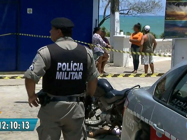 Homem foi morto na Praia da Penha, em João Pessoa (Foto: Reprodução / TV Cabo Branco)