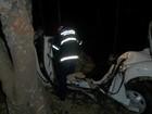 Fusca fica destruído e dois morrem após saída de pista no Oeste de SC