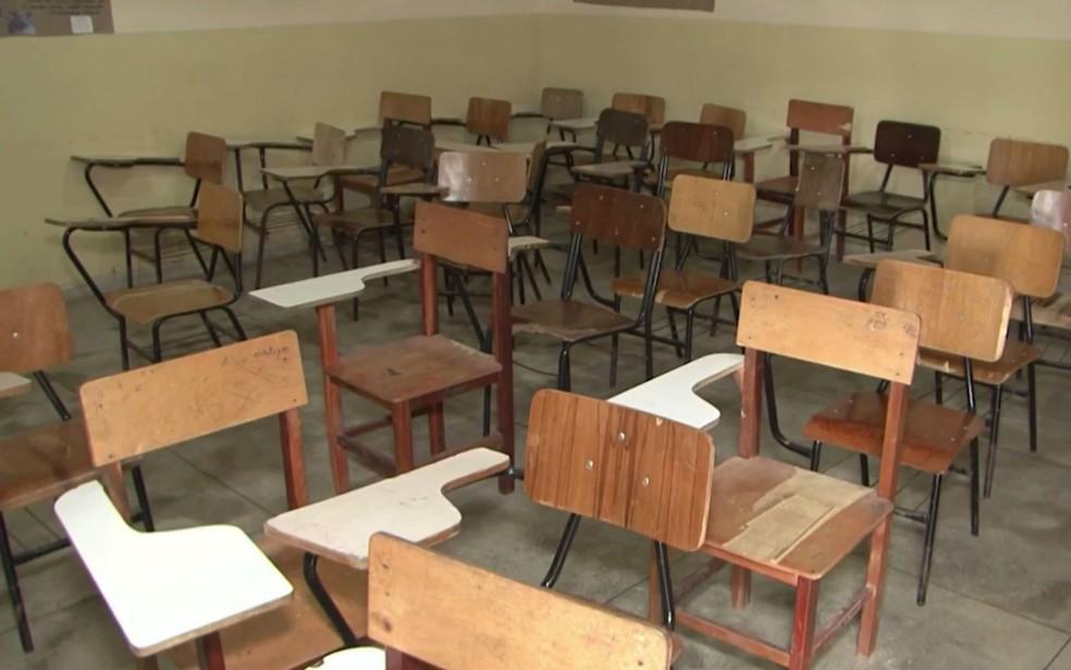 Por falta de transporte para alunos e professores, as salas estão vazias (Foto: Reprodução/TV Sudoeste)