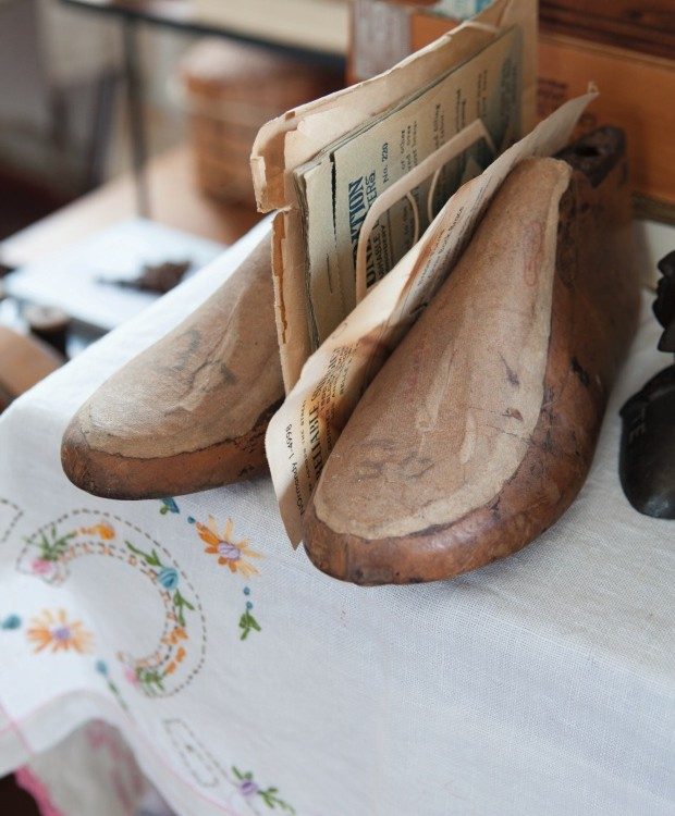 Moldes antigos de sapatos (Foto: Lufe Gomes / Editora Globo)