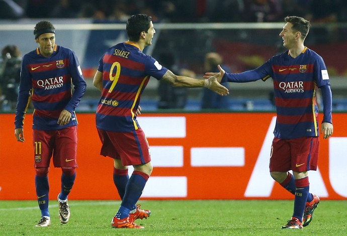 Neymar, Luis Suárez e Messi comemoram gol do Barcelona final do Mundial de Clubes (Foto: AP Photo/Shizuo Kambayash)