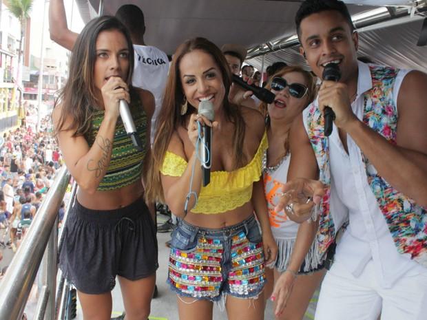 Ju Moraes, Carla Cristina, Lincoln Sena e Sarajane cantam no trio de Ivete, durante o Arrastão (Foto: Robson Oliveira/Ag Haack)