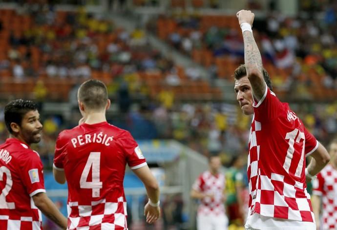 Mandzukic gol Croácia x Camarões (Foto: EFE)