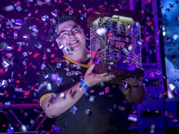 André Pavezi, o 'Esa', foi o vencedor da segunda edição do Red Bull Player One, torneio brasileiro 1 contra 1 de 'League of Legends' (Foto: Marcelo Maragni/Red Bull Content Pool)
